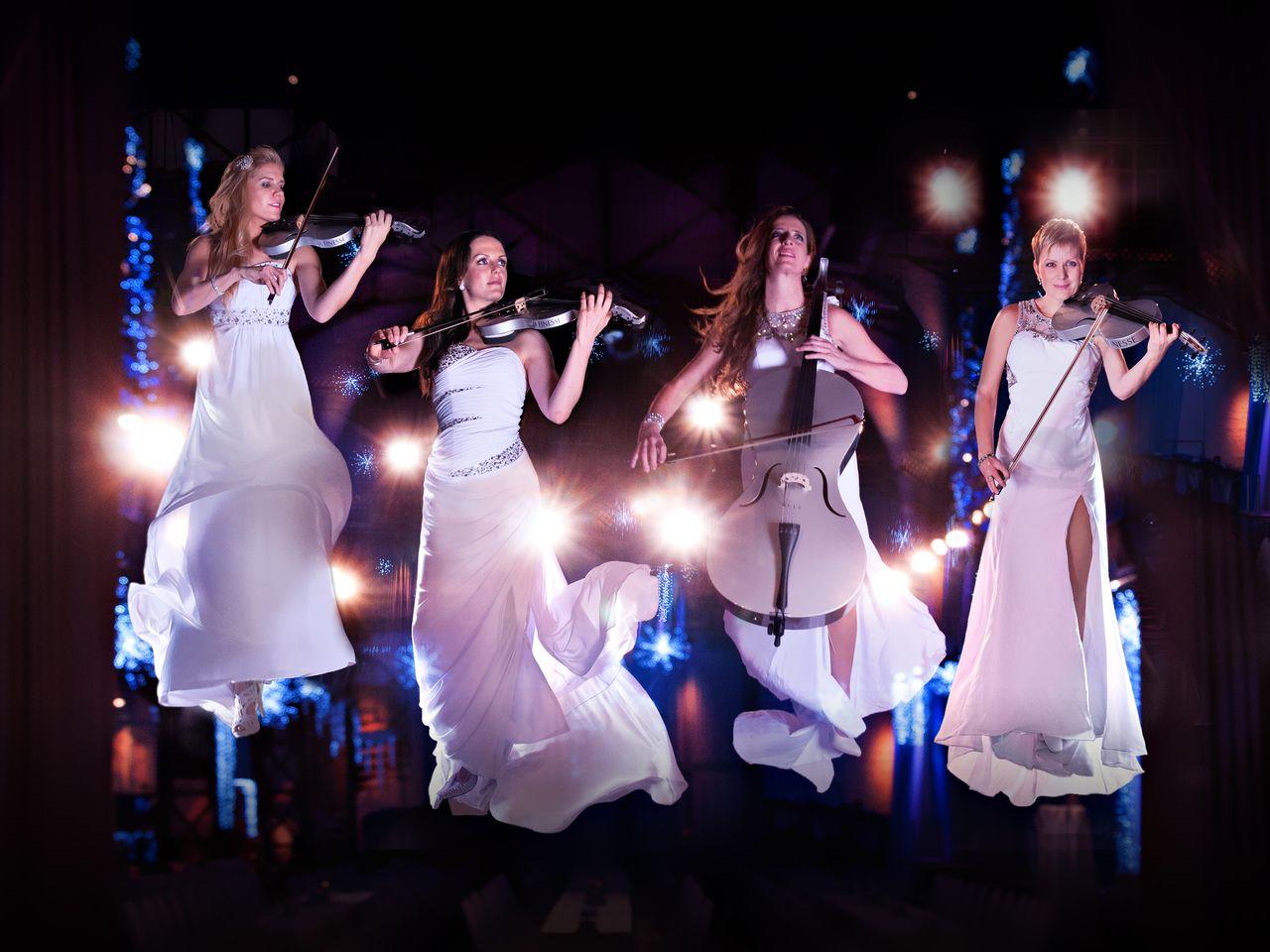"""Werbefoto zum """"Magische Reise"""" Bühnenprogramm von LA FINESSE zum 23. Neujahrskonzert der Stadt Sömmerda"""